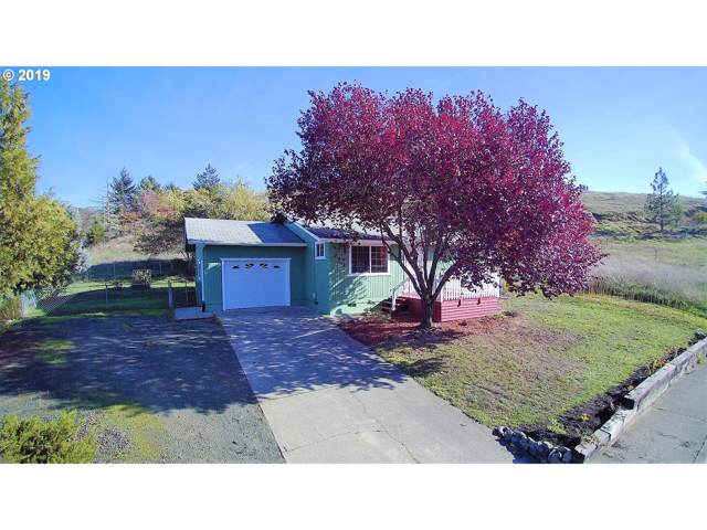 217 NE Sandy Ter, Myrtle Creek, OR 97457 (MLS #19470964) :: Fox Real Estate Group