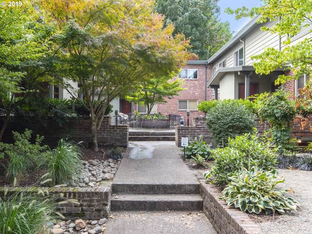 908 SW Gaines St, Portland, OR 97239 (MLS #19472428) :: Song Real Estate