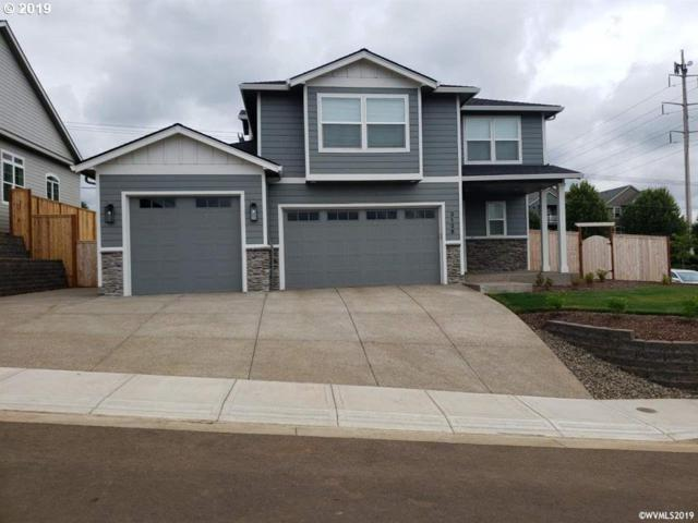 17 NW Beaver Ct, Dallas, OR 97338 (MLS #19491479) :: Matin Real Estate Group