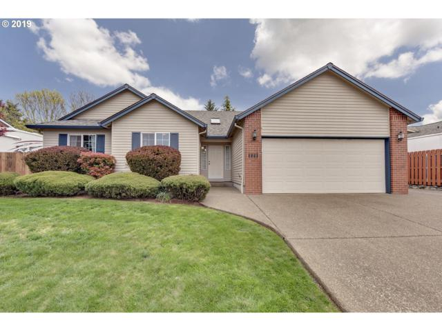 1042 S Pine St, Canby, OR 97013 (MLS #19496017) :: Fox Real Estate Group