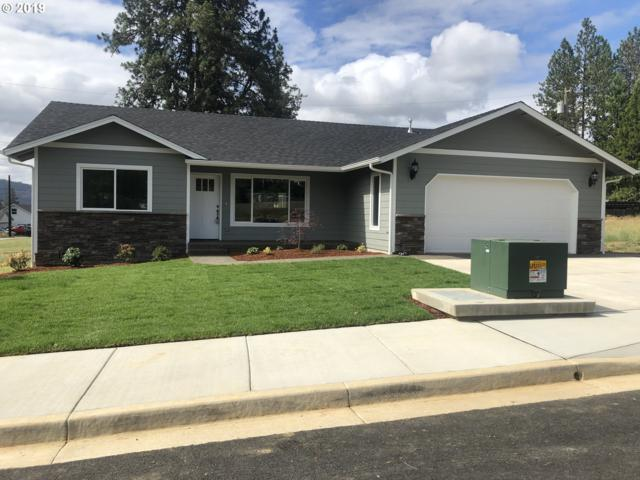 156 Addison, Sutherlin, OR 97479 (MLS #19499699) :: Townsend Jarvis Group Real Estate