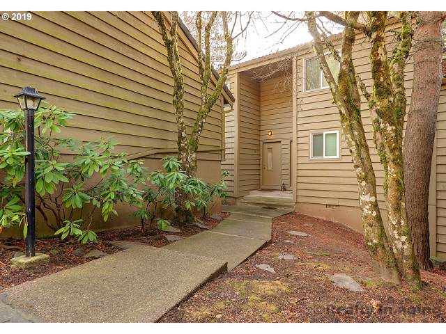 92 Cervantes Cir, Lake Oswego, OR 97035 (MLS #19530406) :: Premiere Property Group LLC