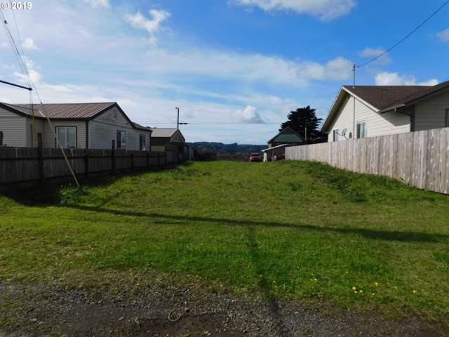 243 2ND Ave, Coos Bay, OR 97420 (MLS #19544623) :: Cano Real Estate