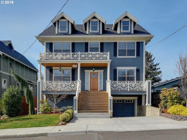 8563 SE 19TH Ave, Portland, OR 97202 (MLS #19546624) :: The Sadle Home Selling Team