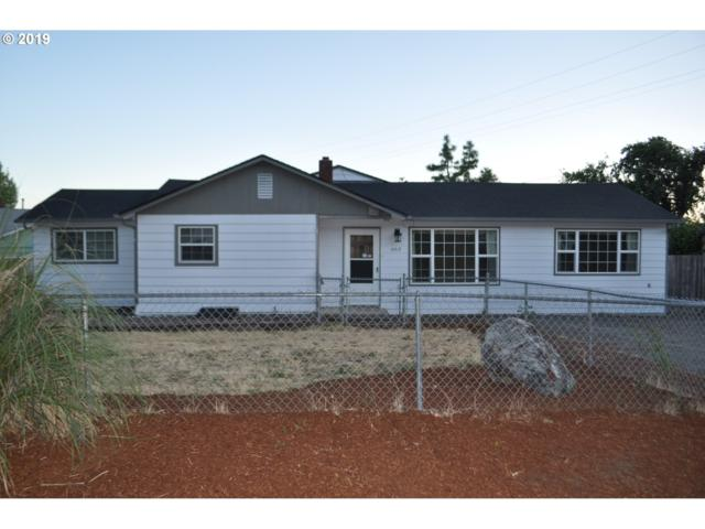 663 Knoll Ave, Roseburg, OR 97470 (MLS #19551366) :: R&R Properties of Eugene LLC