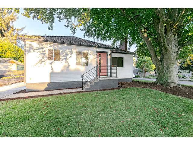 8034 SE 42ND Ave, Portland, OR 97206 (MLS #19568877) :: Fox Real Estate Group