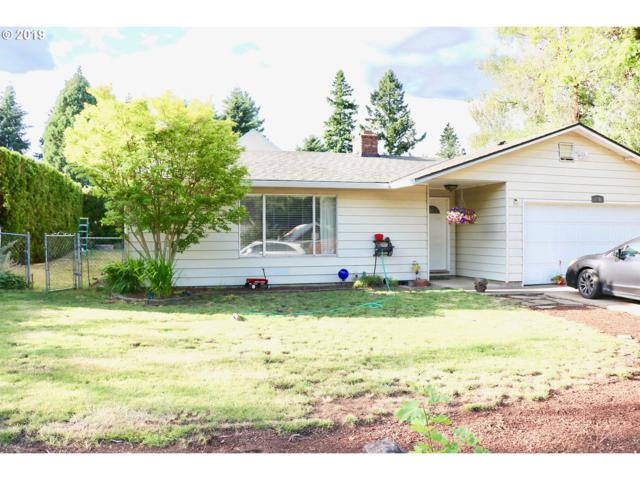 880 NE 10TH Ave, Canby, OR 97013 (MLS #19574975) :: Homehelper Consultants