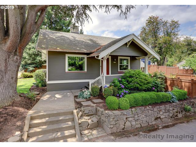 7927 SE 17TH Ave, Portland, OR 97202 (MLS #19603001) :: The Sadle Home Selling Team