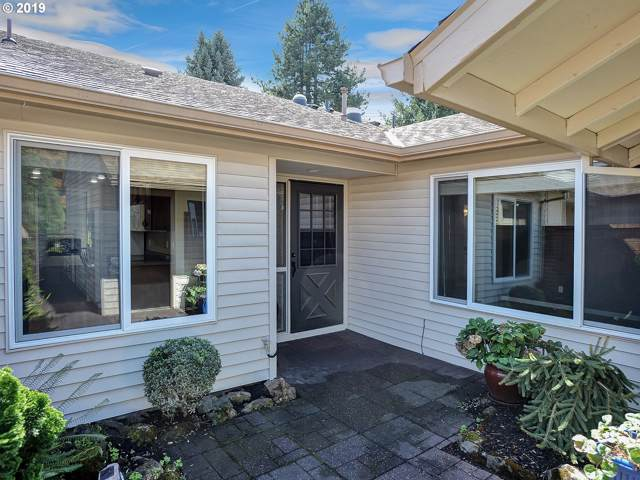 15870 SW Greens Way, Tigard, OR 97224 (MLS #19607034) :: Fox Real Estate Group