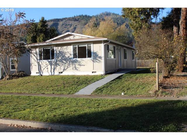 315 NE Broadway St, Myrtle Creek, OR 97457 (MLS #19631708) :: Fox Real Estate Group