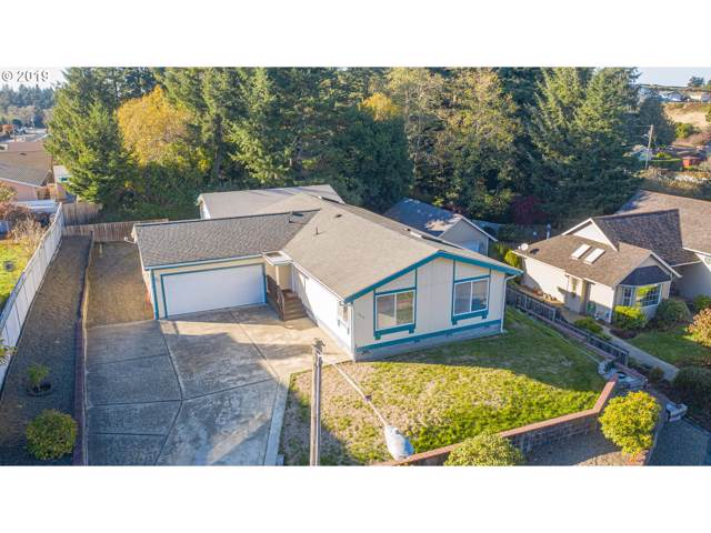 2364 Ash St, North Bend, OR 97459 (MLS #19676099) :: Fox Real Estate Group