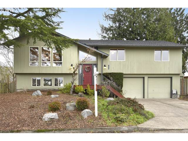 13670 SE 126TH Ave, Clackamas, OR 97015 (MLS #19689961) :: Gustavo Group