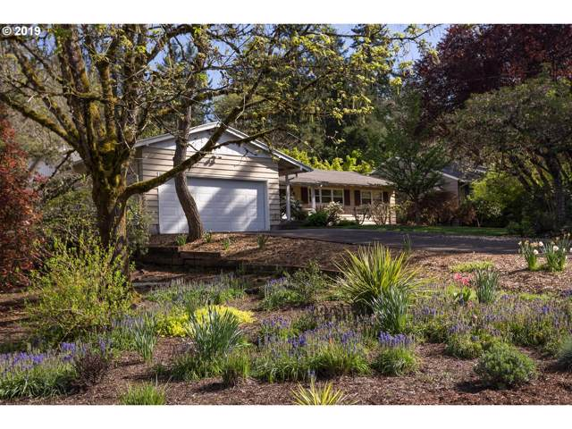 2651 Wembley Park Rd, Lake Oswego, OR 97034 (MLS #19697771) :: Brantley Christianson Real Estate