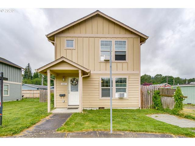 1007 Pacific Ave, Kelso, WA 98626 (MLS #20020078) :: Change Realty