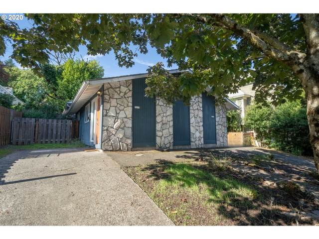3215 SE 10TH Ave, Portland, OR 97202 (MLS #20038183) :: Song Real Estate