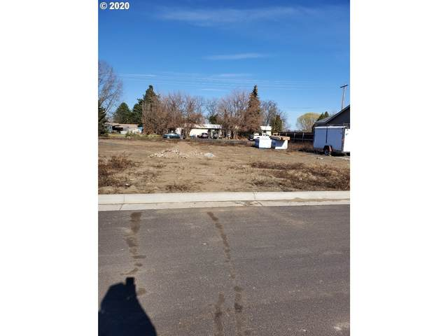 938 SW Coyote Dr, Hermiston, OR 97838 (MLS #20040898) :: Townsend Jarvis Group Real Estate