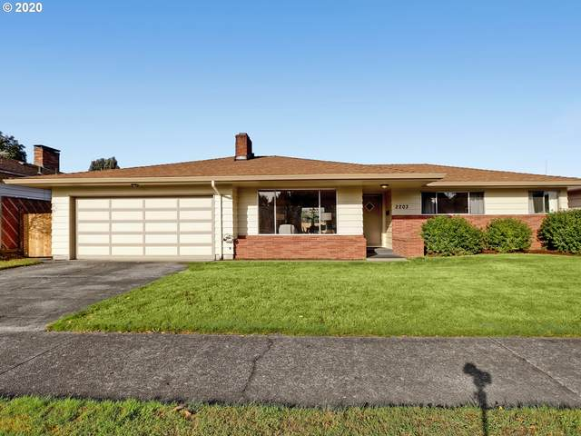 2203 SE 102ND Ave, Portland, OR 97216 (MLS #20071419) :: The Galand Haas Real Estate Team