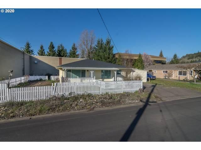 484 NE Clover Ave, Roseburg, OR 97470 (MLS #20092416) :: Change Realty