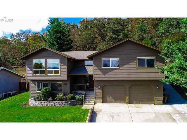 1500 NW Avery St, Roseburg, OR 97471 (MLS #20119801) :: Fox Real Estate Group
