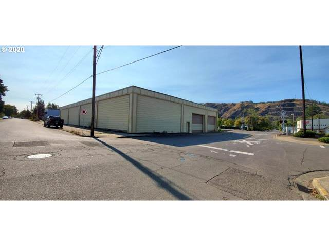 906 SE Mill St, Roseburg, OR 97470 (MLS #20132661) :: McKillion Real Estate Group