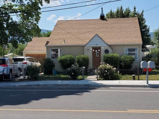 704 20TH St, La Grande, OR 97850 (MLS #20149507) :: Song Real Estate