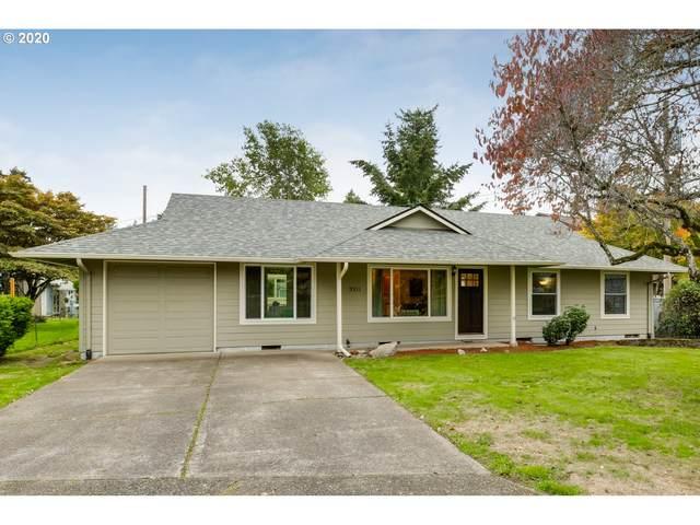 3311 SE 175TH Pl, Portland, OR 97236 (MLS #20162496) :: Brantley Christianson Real Estate