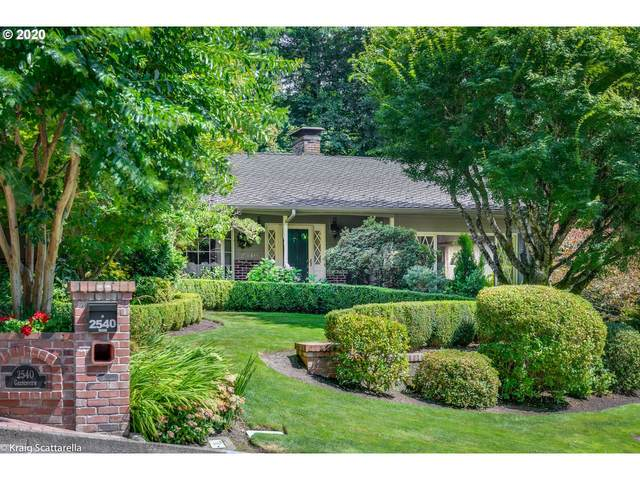 2540 SW Garden View Ave, Portland, OR 97225 (MLS #20200170) :: Cano Real Estate