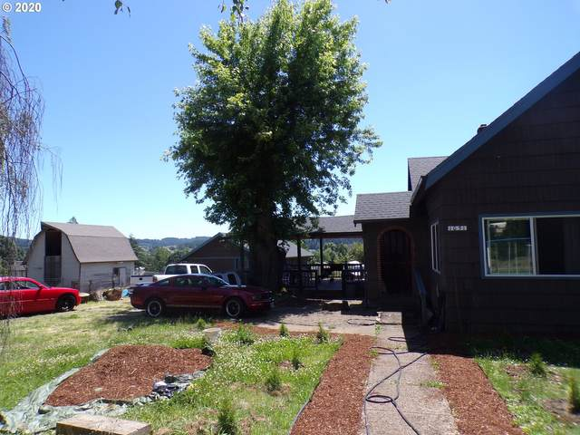1051 Oakdale Ave, Dallas, OR 97338 (MLS #20221850) :: Fox Real Estate Group