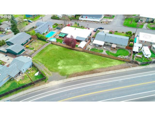 2015 NW Troost St, Roseburg, OR 97471 (MLS #20254276) :: Townsend Jarvis Group Real Estate