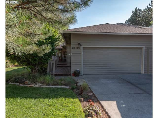 3019 NW Golf View Dr, Bend, OR 97703 (MLS #20261340) :: Fox Real Estate Group