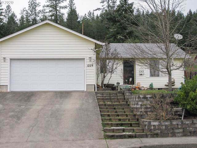 1229 E Fourth Ave, Sutherlin, OR 97479 (MLS #20272041) :: Team Zebrowski