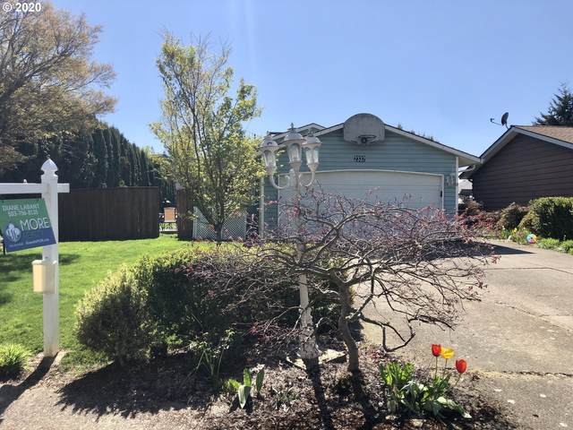2332 Allan Ave, Hubbard, OR 97032 (MLS #20273559) :: Cano Real Estate