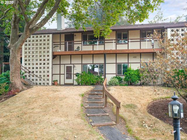 3046 SW Florida Ct B, Portland, OR 97219 (MLS #20299103) :: The Liu Group