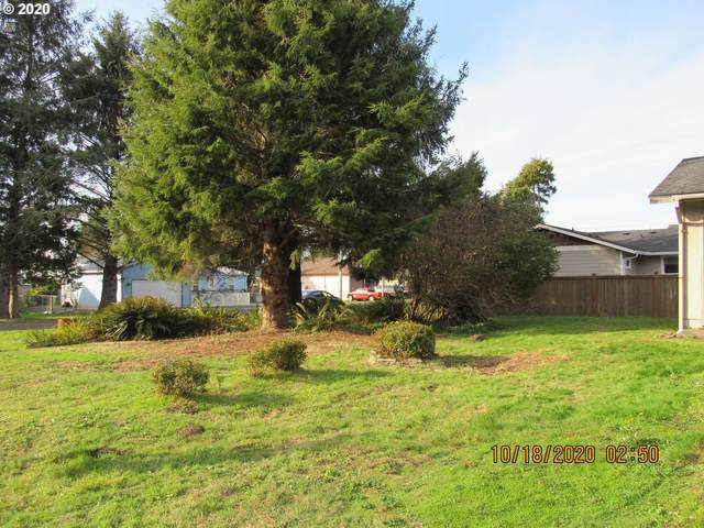 901 Nehalem Ave, Rockaway Beach, OR 97136 (MLS #20307142) :: Song Real Estate