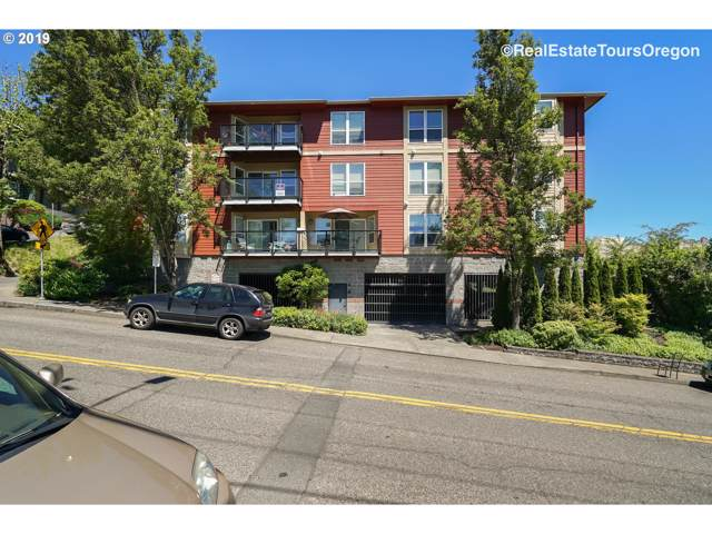 1033 SW Gibbs St, Portland, OR 97239 (MLS #20311008) :: Townsend Jarvis Group Real Estate