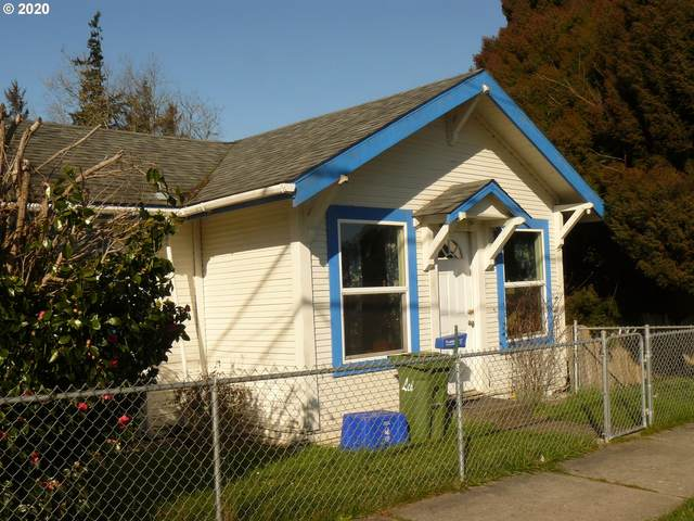 2960 Sherman Ave, North Bend, OR 97459 (MLS #20317389) :: Cano Real Estate