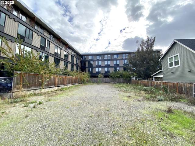 4910 SE Caruthers St, Portland, OR 97215 (MLS #20327708) :: Beach Loop Realty
