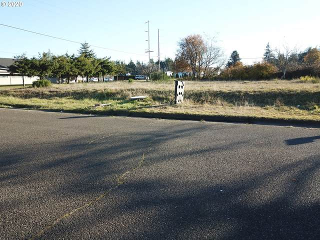 2627 Commercial, North Bend, OR 97459 (MLS #20333688) :: Beach Loop Realty