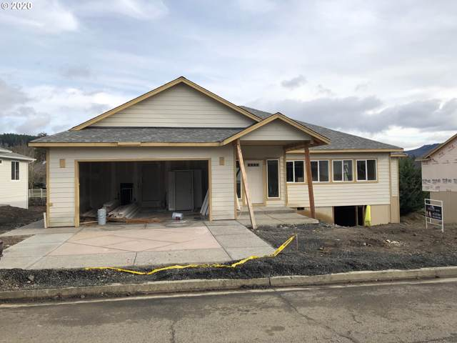 724 Divot Loop, Sutherlin, OR 97479 (MLS #20334391) :: Townsend Jarvis Group Real Estate