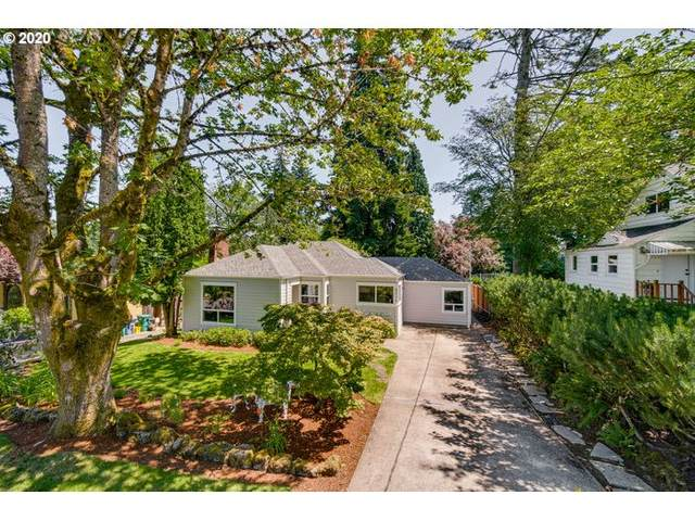 8016 SW 37TH Ave, Portland, OR 97219 (MLS #20338499) :: The Liu Group