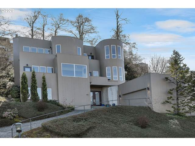 92 SW Garibaldi St, Lake Oswego, OR 97035 (MLS #20354182) :: Premiere Property Group LLC