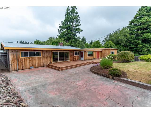 1055 W 9TH St, Coquille, OR 97423 (MLS #20426227) :: Holdhusen Real Estate Group