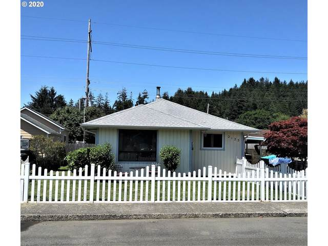 2125 Fir Ave, Reedsport, OR 97467 (MLS #20475093) :: Fox Real Estate Group