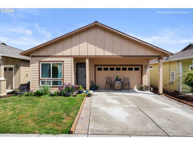 2763 28TH Pl, Forest Grove, OR 97116 (MLS #20507821) :: Beach Loop Realty