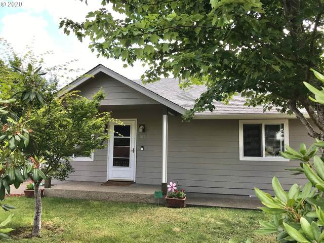 1011 NW Keasey St, Roseburg, OR 97471 (MLS #20512270) :: Change Realty