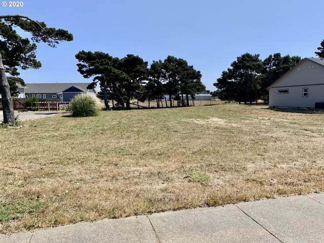 2793 Harrison Ave SW, Bandon, OR 97411 (MLS #20518358) :: Cano Real Estate