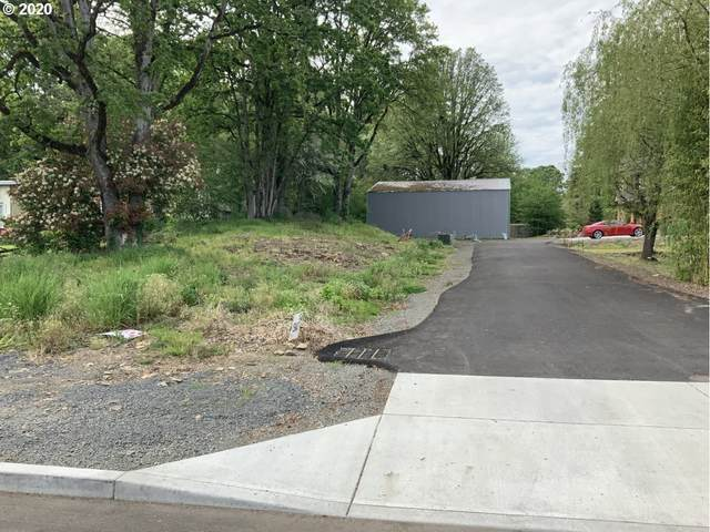 5843 Glen Echo Ave, Gladstone, OR 97027 (MLS #20523431) :: Lux Properties