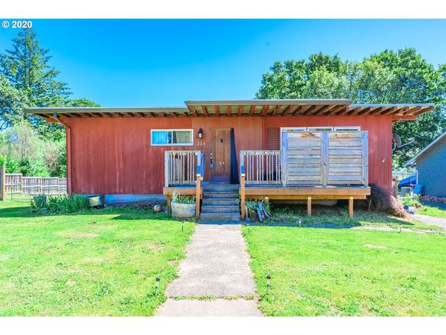 224 N 17TH St, St. Helens, OR 97051 (MLS #20529270) :: Change Realty