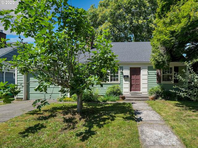 5715 SE 23RD Ave, Portland, OR 97202 (MLS #20531028) :: Fox Real Estate Group