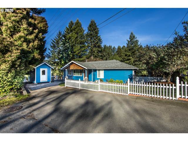 418 Pine St, Brookings, OR 97415 (MLS #20541894) :: McKillion Real Estate Group